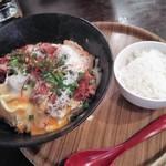 汁なし麺専門店 メンデザイン - 料理写真:豚ロースカツとじあぶらそば980円+半ライス100円