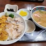 食堂うしお - 生うに活あわび丼(2,700円)+濃厚えび汁(クーポン利用で0円)