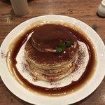 91028154 - 北海道産マスカルポーネのティラミスパンケーキ(別アングル)♪