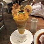 mog - 完熟マンゴーの南国パンケーキパフェ♪