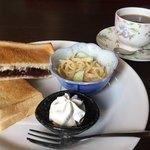 珈琲貴族 - 料理写真:炭焼珈琲450円と小倉焼きサンドのモーニング