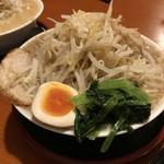 麺屋 松龍 - 松龍ラーメン 野菜増し  野菜はもやしのことです