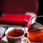 ランプ城 - 年季の入ったカップでいただく紅茶。