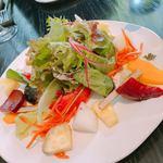 91034713 - 野菜とフルーツのサラダ