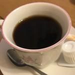 太陽の恵み - サービスのホットコーヒー       小さめなカップがちょうどいい