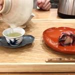 茶菓 えん寿 - 玉露 2煎目。きんとんの中は白餡('18.8月中旬)