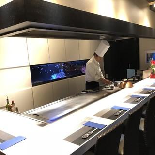 料理も内装も本格派。鉄板料理の隠れ家
