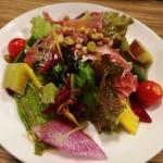 91042150 - 10種の野菜と生ハムのサラダ!