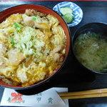 そば処 甲貴 - 料理写真:親子丼(味噌汁、漬物付)
