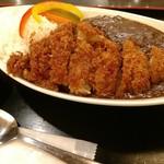東京厨房 - 牛すじ煮込みカレー。カツは別料金。