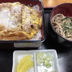 春木屋 - かつ重セット「1000円」 年越し蕎麦を注文した事がありますが、やはり、蕎麦を注文すべきですね( ´ ▽ ` )