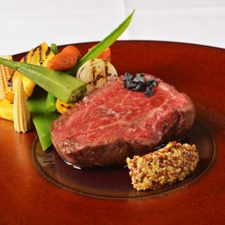 国産牛ステーキをメインに贅沢なシェフ自慢のディナーコース