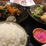 91062172 - ・日替わりランチ<鶏肉の甘辛炒め>
