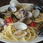 ラ ポルタブルー - ナポリ風 新鮮な貝類のスパゲティ