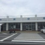 91068178 - 台風間近の与論空港