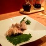 慶楽 - あっさりで美味しい蒸し鶏。思わず食べてしまってから撮影。