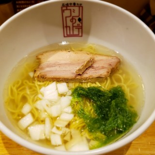 石垣中華そば ウシのカドデ - 料理写真: