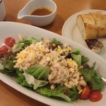 ココス - 蒸し鶏のミモザ風サラダ 690円+税
