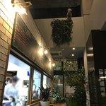 カフェ&ワイン トロール - 店内、、上にロバ