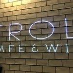 カフェ&ワイン トロール - 店内の壁に店名