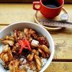 チキンペッカー - チキチキ丼(たれ)。850円。