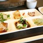 91083658 - 前菜盛り合わせ:青搾菜、ピータン豆腐、豚トロの叉焼、イベリコ豚の叉焼、大根餅、低糖質麺と烏賊の和え物