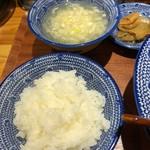焼きそば専門 水ト - 定食のご飯、スープ、漬物