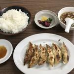 91086972 - 餃子定食