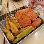 屋台居酒屋 大阪 満マル - 料理写真:串カツ、1本100円のネタですがデカくて旨い!