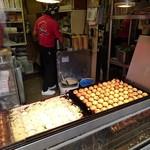 Takoyakidourakuwanakawanaka - 熱伝導率の良い銅板で焼き上げるたこ焼
