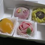 御菓子司 壷屋 - 花火、ひまわり、びわ、バラ