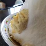 台南麺かちかち山 - 雪山に揚げ餃子が刺さってます!