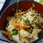 キッチンくま - 五目御飯か白ご飯かチョイスOK