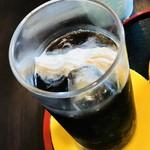 ハマダリア - アイスコーヒーに生クリームをお願いすると、ホイップクリームを絞ってくださいました♪コレで100円☆