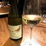 世田谷 肉処 さかもと - グラスの白ワイン