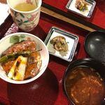 世田谷 肉処 さかもと - 黒毛和牛リブシンロースの炙り牛丼