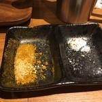 ジャパニーズまぜ麺 マルタ - 左:カレー塩 右:塩胡椒