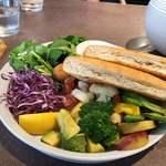 91115949 - 10種類の野菜のファラフェルサンド₍₍ ( ๑॔˃̶◡˂̶๑॓)◞♡