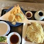 天霧 - らぁうどん天ぷらセット(880円税込み) 麺二玉