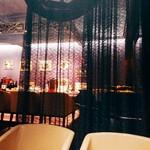 ワインサロン 銀座G.G. - 半個室からのカウンター風景