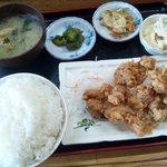 お食事処 秋月 - ザンギ定食(550円)