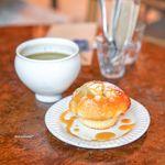 プルミエ・エタージュ - オレンジのマフィン、ほうじ茶ラテ