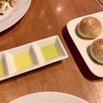 ダルマット - パン&オリーブオイル
