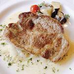 レストランベルンドルフ - 料理写真:白金豚のソテー