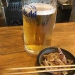 もつ焼き 福政 - 料理写真:ビールとお通し