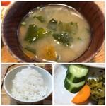 キッチンよい一日 - *ご飯の味わいは普通ですので、このお値段でしたらもう少し美味しくてもいいような。 *お味噌汁には根菜タップリで麦みそにした味わい。