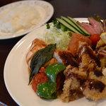 洋食マザー - チキン香草焼とミックスフライ
