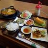 韓国料理 ムグンハ - 料理写真:選べるランチの中から「スンドゥブチゲ (1000円)」、めっちゃ豪華~♪