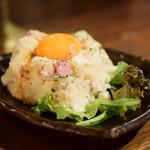 ねぎま 三ぞう - ポテトサラダ@290円 + 漬け卵黄@100円
