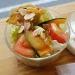 パン工房 Riso - モーニングのサラダ